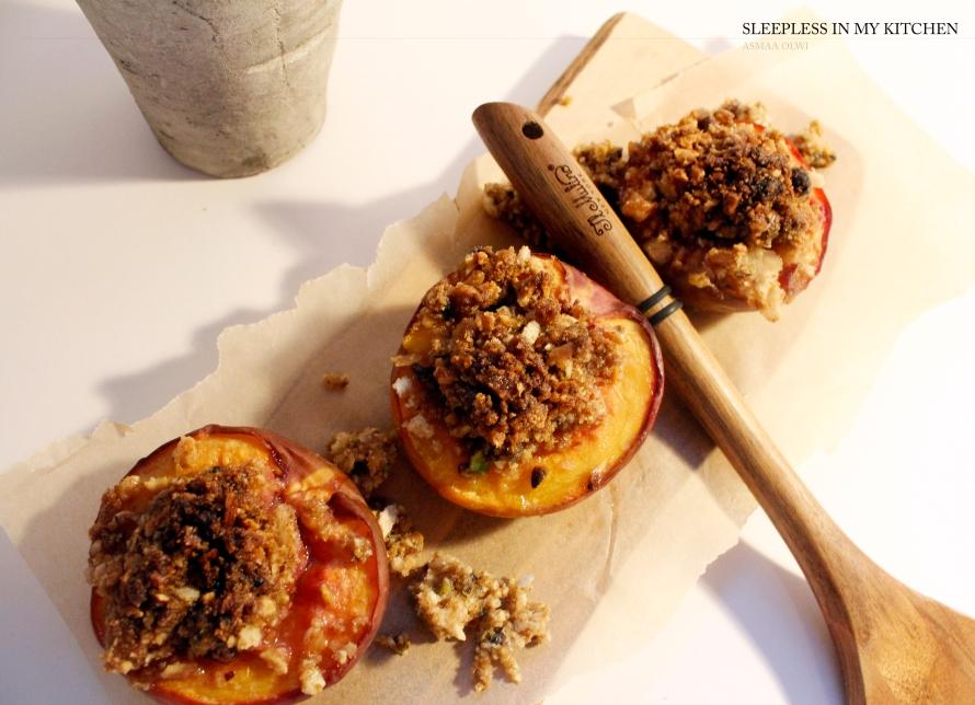 الخوخ المشوي مع المكسرات Baked Stuffed Peaches