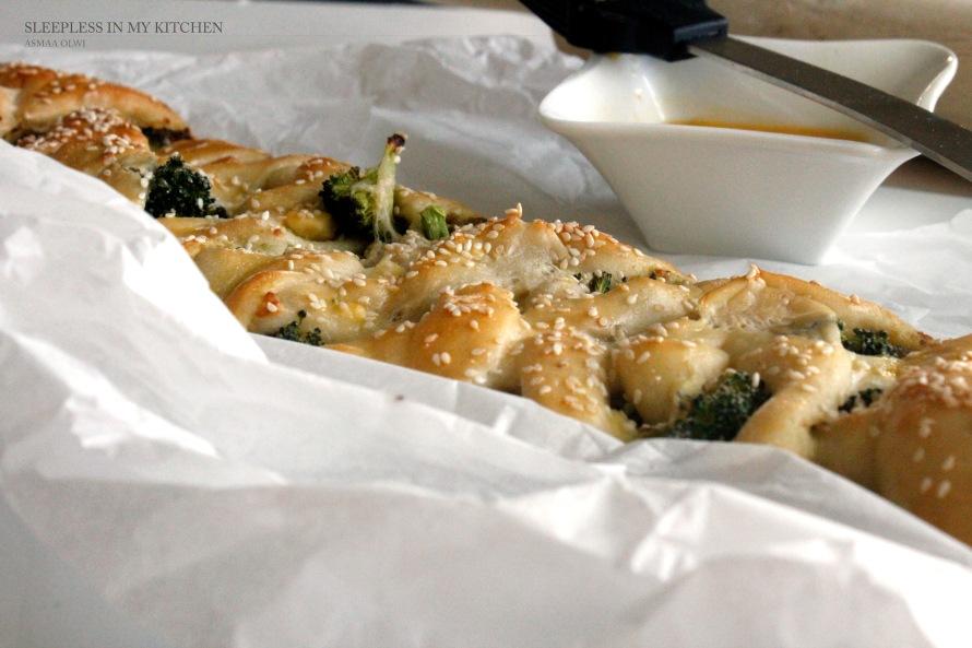 ضفائر العجين بالجبن والبروكولي Braided Bread with Cheese and Broccoli